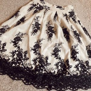 BEAUTIFUL forever 21 lace skirt